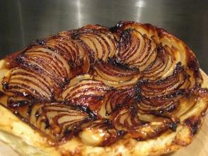 Upside-down onion tart